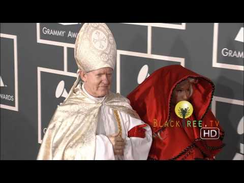 2012 GRAMMY Awards | Nicki Minaj hits the Red Carpet with 'The Pope'