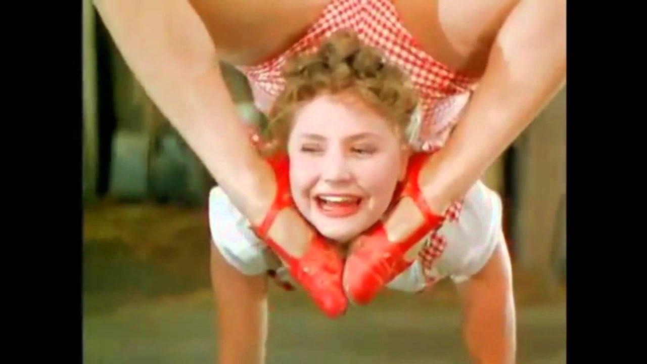 Секс чат, шоу выступления обнаженных гуттаперчевых акробаток видео