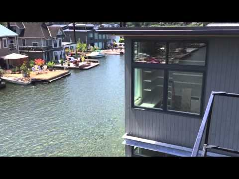 New floating home moves to the Oregon Yacht Club - YouTube
