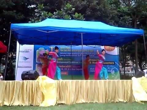 Daun Pulus Jaipong(tari Tradisional Asal Sunda-Jawa Barat)