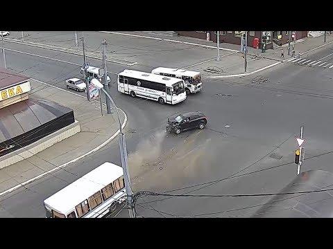В центре Оренбурга автобус попал в ДТП