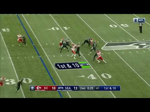Russell Wilson Throws Over Middle To Jimmy Graham For 30 Yards