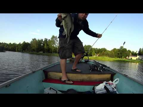 Bass fishing on the st lawrence river youtube for St lawrence river fishing