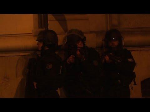 Fusillade: la police quadrille le quartier des Champs-Elysées