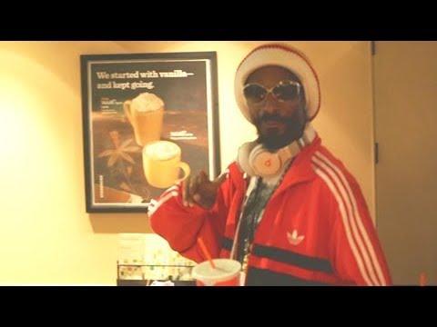 Snoop Dogg Dons Bob Marley Gear At LAX [2013]