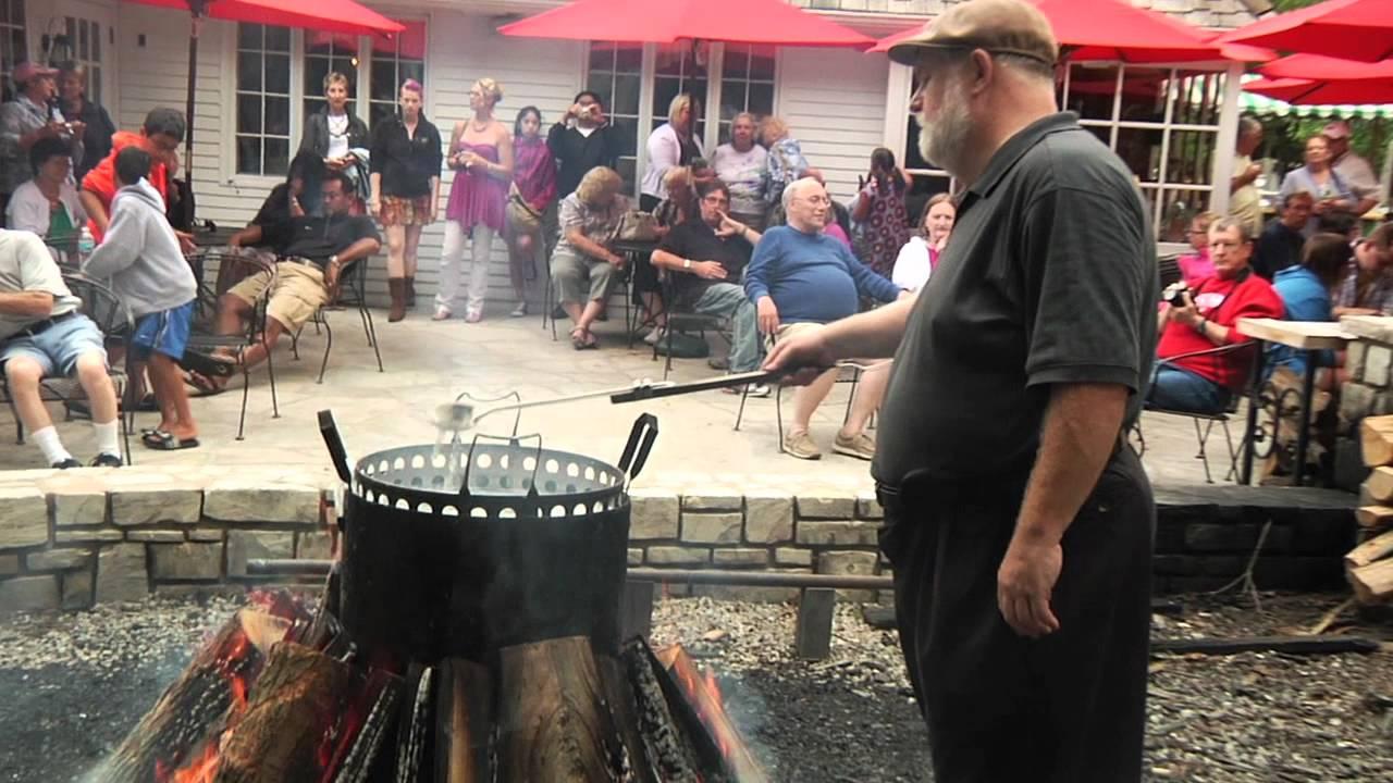 Door county dining must do the door county fish boil for Door county fish boil