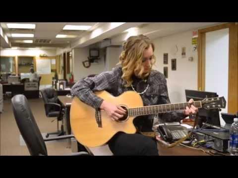 Newsroom Concerts No. 5: Elle Carpenter