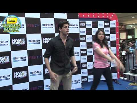 Parineeti And Siddharth Spotted Promoting Hasee Toh Phasee