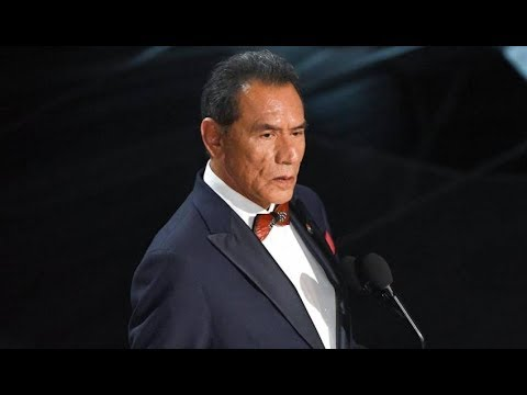 """Wes Studi of """"Hostiles"""" Honors the Military at the 2018 Oscars"""
