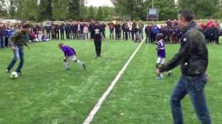 robin van persie football freestyles at the rvp tournament