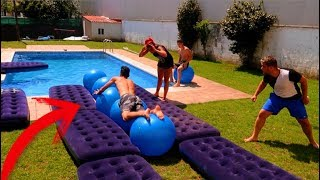 TOBOGAN GIGANTE EN LA PISCINA!! RETOS DE PISCINA CON LA NEW LEVEL!