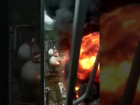 Explosion in Singapore oil plant