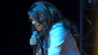 Yuridia - A Donde Va El Amor (Opening Show - Maracaibo 2013)