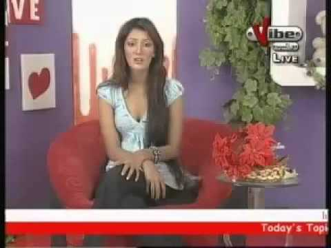 Bay-Hayaa Pakistani Anchor ki live insult