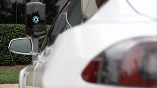 ابتكار نظام شحن لاسلكي لسيارات «تسلا» الكهربية