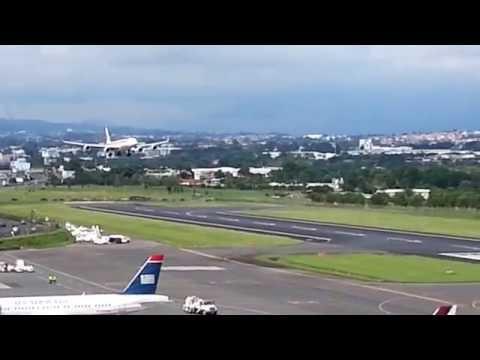 Impresionante aproximación final pista 25 A340-600 SJO Iberia