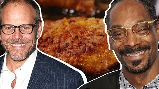 Baixar Alton Brown Vs. Snoop Dogg: Whose Fried Chicken Is Better?