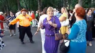 Пчелы!!!Народные танцы,сад Шевченко,Харьков!!!