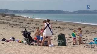 Les estivants privés de baignade ce mardi de Coudeville-sur-Mer à  Bricqueville-sur-Mer