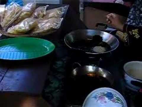 Kuih goyang - YouTube