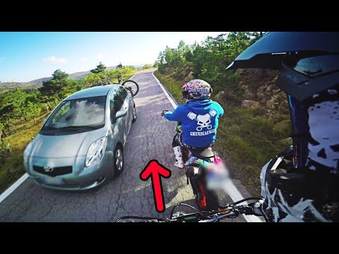 Almost crashed into my friend.. | SUPERMOTO CLOSECALL