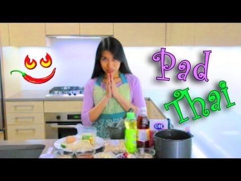 Learn How to Make Pad Thai Recipe Video – Thai Fried Noodles with Peanuts