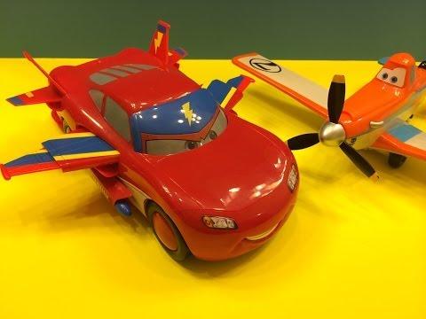 Disney Pixar Lightning McQueen Hawk with Dusty Crophopper go for a flight