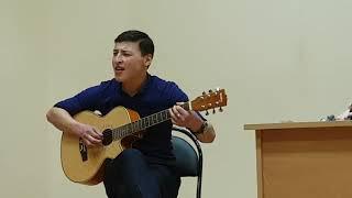 потому что я влюблен ! твои карие глаза на гитаре ! красивая песня!