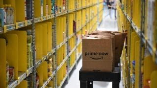 Trump takes on Amazon over Post Office deal