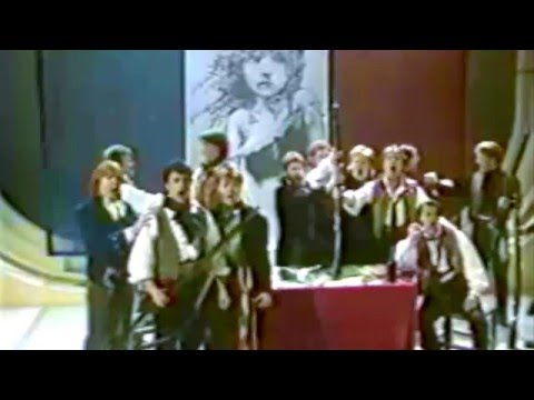 "LES MISERABLES- ""DO YOU HEAR THE PEOPLE SING"" TERRY WOGAN SHOW 1988"
