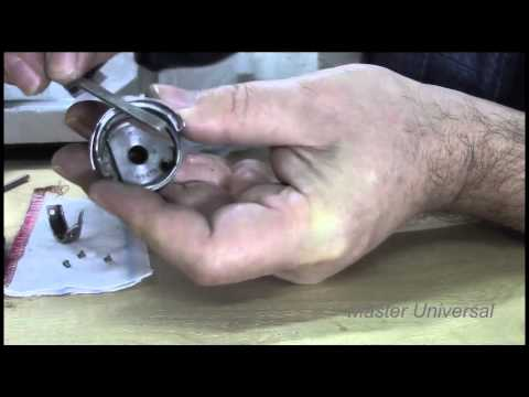 Разборка и чистка челнока на швейной машинке 22 класса.Часть3.Видео №30.