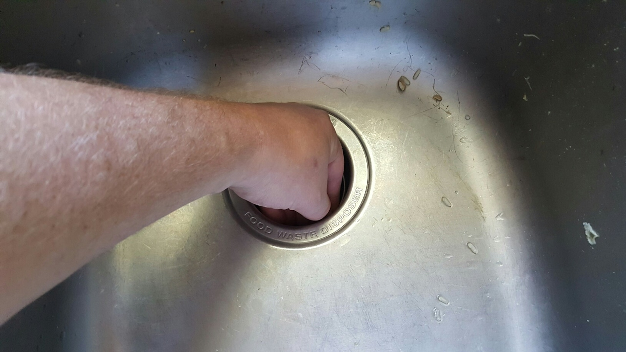what not to do when your sink garbage disposal clogs