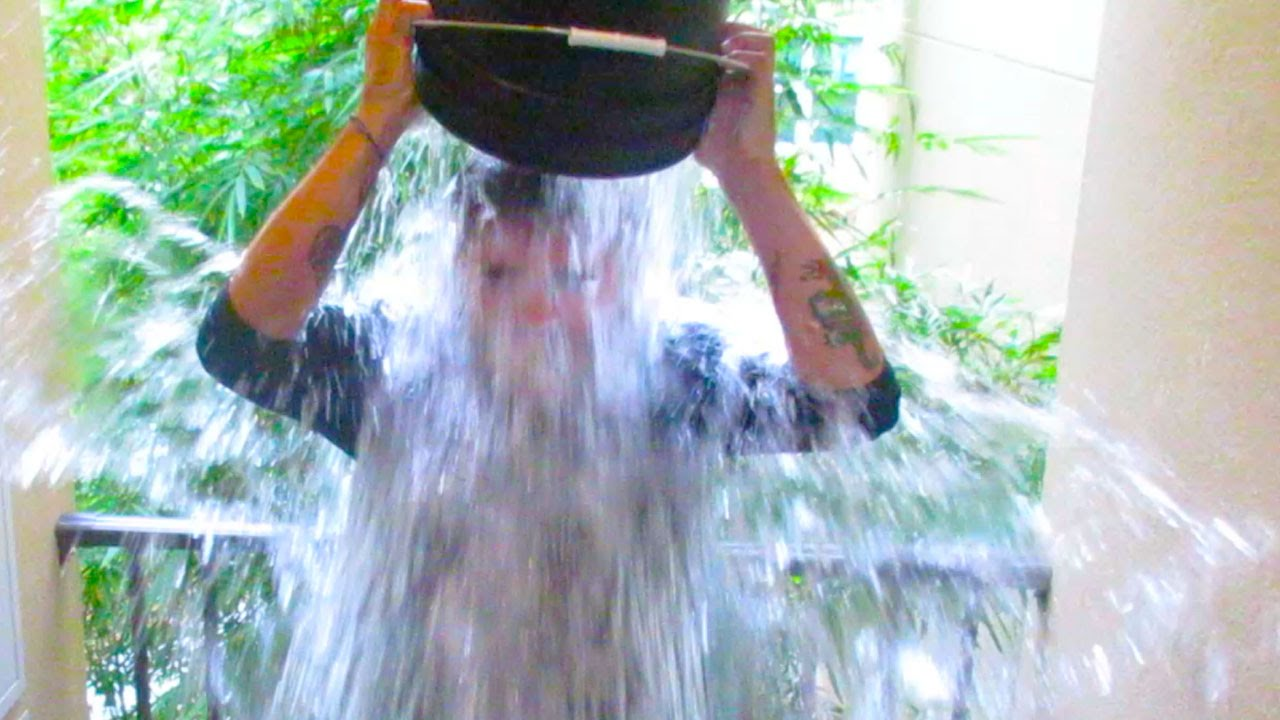 FREEZING MY NUTS OFF!! (8.14.14 - Day 1933)