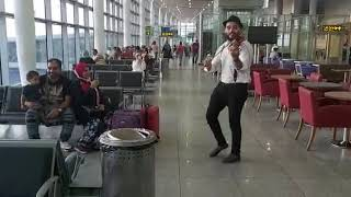 رد فعل الناس من المطار على اغنيه بحبك وحشتيني❤️العازف اسلام على