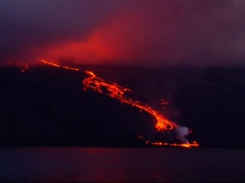 Raw: Lava from Wolf Volcano Boils into Ocean