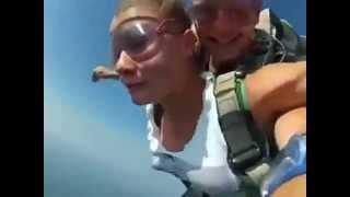Приколи-дівчина з парашутом