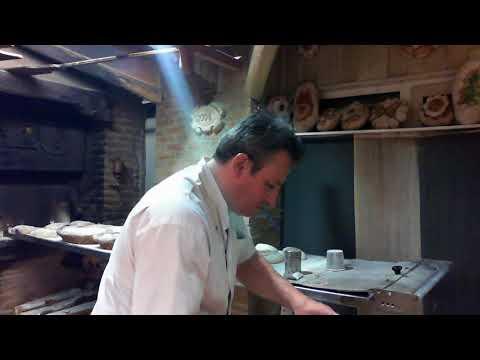Cuisson sur four à bois  de pains décoés