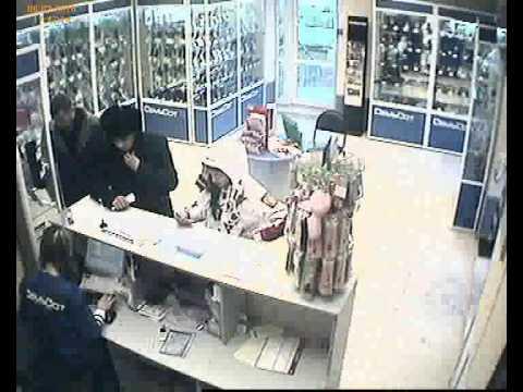 Воры крадут телефоны в магазинах Владивостока