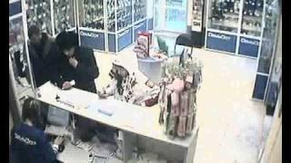 Воры крадут телефоны в магазинах Владивостока(Воры крадут телефоны в магазинах Владивостока., 2010-02-18T07:44:53.000Z)