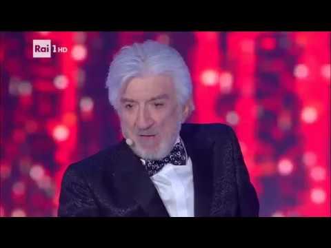 Gigi Proietti canta