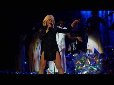Paloma Faith - Make Your Own Kind of Music live Delamere Forest 10-06-18