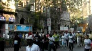 KONKONA SEN SHARMA AND MUMBAI POLICE HEAD AT 2010 MUMBAI MARATHON .AVI