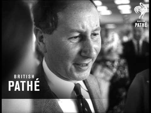 Richard Gordon Arrives In Australia (1966)