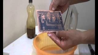 Confecção passo a passo de placa de circuito impresso pelo método de transferência térmica.