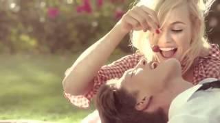 Новый эликсир счастья от Moschino - Cheap & Chic Chic Petals(, 2013-10-09T13:12:44.000Z)