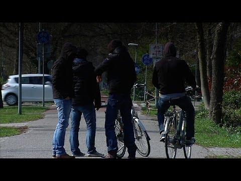 Almelo: Gewapende straatroven en overval Tinq-tankstation aan de Weezebeeksingel
