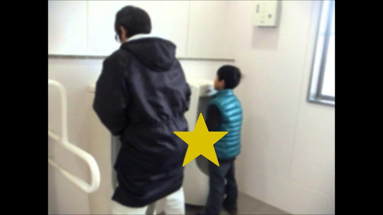 ★男子トイレで出会った少年のナニの大きさに超ビックリ\(◎o◎)/おしっこ漏れそう!公衆便所