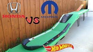 Hot Wheels Fat track Honda vs Mopar tournament race car toys