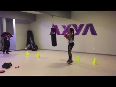 ae2f83c2f Academia para mulheres junta luta e treino funcional - Parte 1 - YouTube