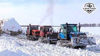 Как в СССР: Гусеничные тракторы вытаскивают огромные скирды с поля - ДТ-75, Агромаш 90ТГ, ВТГ-90!